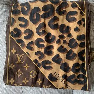 aa734669e8f Louis Vuitton · Authentic Louis Vuitton Leopard Monogram Scarf